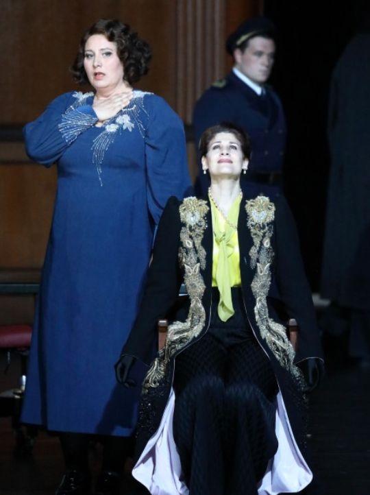 Okka von der Damrau (Brangäne) et Anja Harteros (Isolde) - Photo Bayerische Staatsoper / W.Hösl