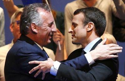 """L'équipe Macron a """"trahi"""" Bayrou en 2017 et tenté de l'acheter, affirment les journalistes Davet et Lhomme (AFP)"""
