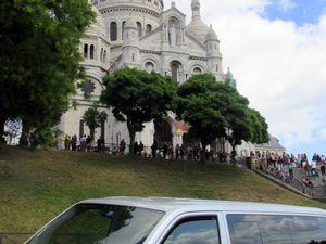 1. Basilique du Sacré-Coeur vue de bas 2. Sacré-Coeur vu de l'extérieur