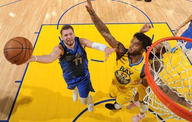 Résumé de la nuit en NBA : Luka Doncic éteint les Warriors avec un triple-double, le Heat et les Raptors remportent les deux chocs à l'Est, les Lakers se relancent