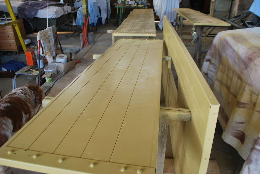 Crédit photos : Alain Chaussade -le chassis plancher  écarté et levé, peinture des étéments, brides des longerons posées peinture plancher en cours