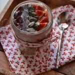Petit-déjeuner 3 en 1 : chia porridge, fruits frais et délice de riz Sojade