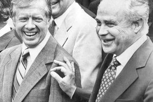 Robert Strauss dies at 95; former Democratic Party chairman