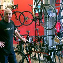 Que sont-ils devenus: Alain Vasseur - Coureur professionnel chez Bic dans les années 70, Alain Vasseur évoque son parcours, sa reconversion et sa vision du cyclisme actuel. Alain, pouvez-vous nous expliquer comment le cyclisme est arrivé dans votre vie?  « Avant on faisait plus facilement du vélo. Maintenant les jeunes jouent avec leurs pouces ! On n'avait pas d'ordinateur... - ( Maxime Lefebvre)