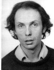Hugues dray, un auteur-compositeur interprète belge qui s'accompagne à la guitare et il a composé des centaines de chansons