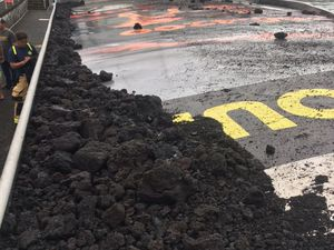 Kilauea East Rift Zone - Property damage to excursion boat following the explosion when entering the lava at sea on 16.07.2018 around 6 pm - Hot Seat Hawaii photos and Hawaii County Civil Defense Agency - a click for enlarge