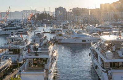 Cannes Yachting Festival : motoryachts and powerboats at the Vieux Port