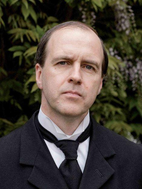 Downton Abbey est une série télévisée britannique, créée par Julian Fellowes et diffusée depuis le 26 septembre 2010 sur ITV1 au Royaume-Uni.