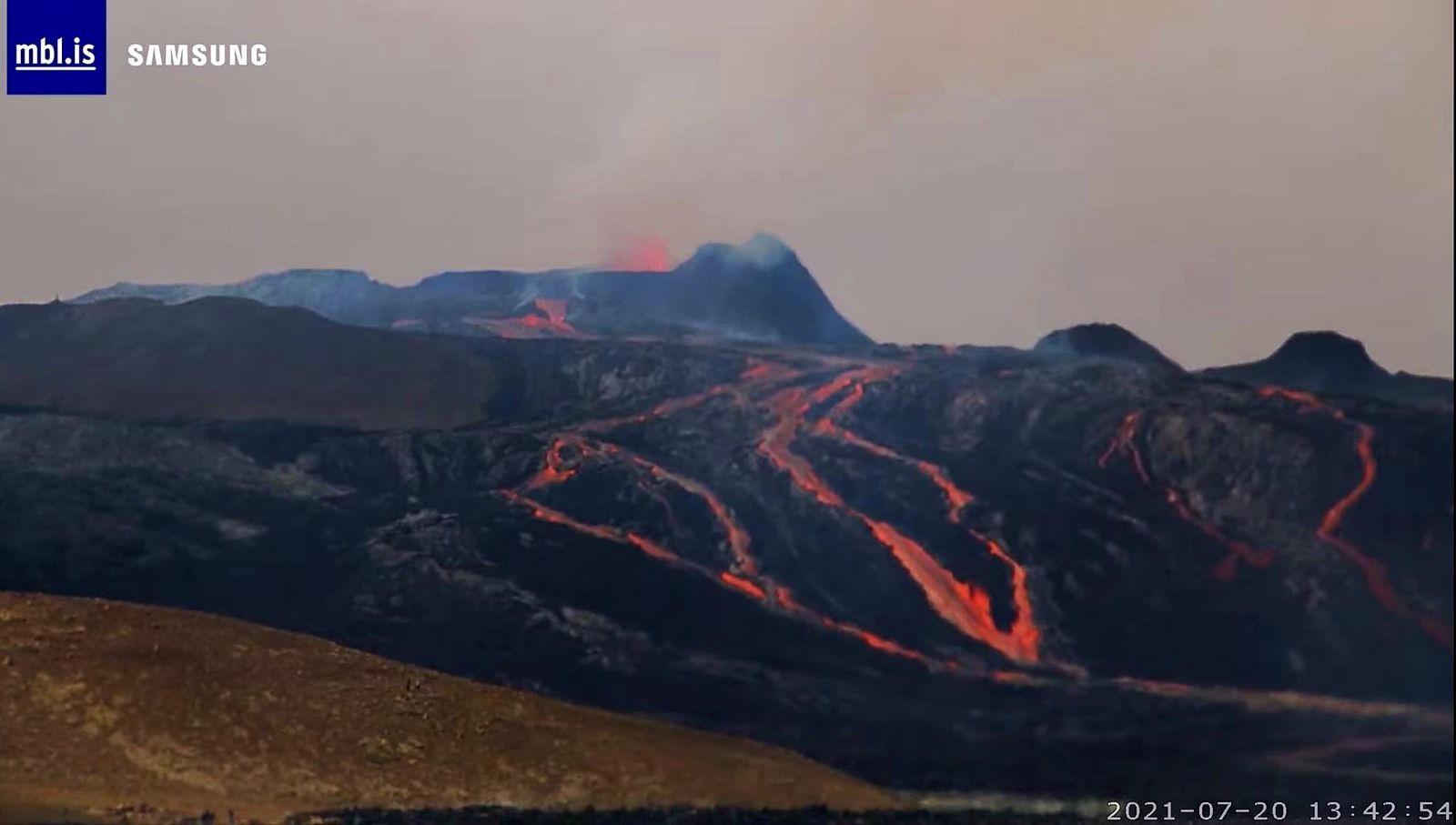 Fagradalsfjall - the active cone and the lava flows on 20.07.2021 / 13:42 - webcam mbls