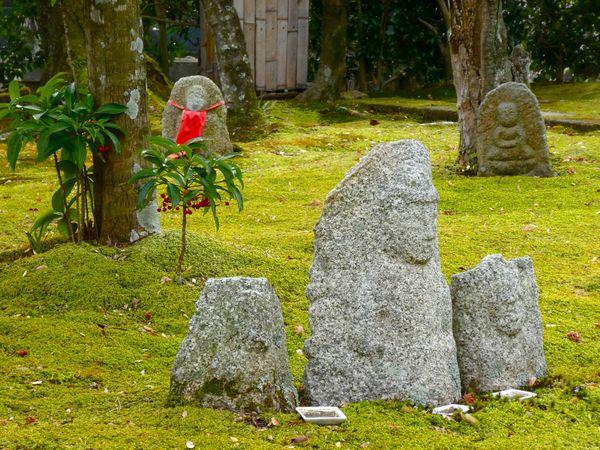 Kyôto : Arashiyama : Sagano et ses Nenbutsu-ji aux statues de pierre