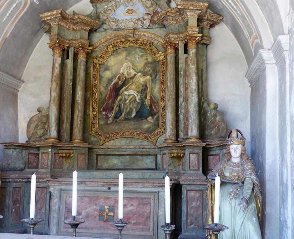 Wahrzeichen von Gößweinstein und sehr berühmt ist die von Balthasar Neumann erbaute Wallfahrts-Basilika mit dem Franziskanerkloster, die als Stück Barock in höchster Vollendung gilt. Bis heute wird sie von zehntausenden Pilgern jährlich aufgesucht. Der Grund? Dank für die Erhörung von Gebeten oder die Bitte an die Heiligste Dreifaltigkeit um Hilfe in den Nöten des Lebens. An den Seitenaltären sind die Fürsprecherinnen und Fürsprecher zu Sorgen um Leib und Leben, Hab und Gut, Körper und Geist zu entdecken.