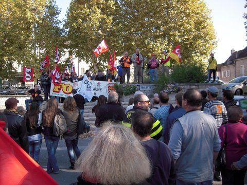 TRES FORTE PARTICIPATION à BEAUNE CE MATIN  La mobilisation a été très forte ce matin dans les rues de BEAUNE.  Les syndicats du sud de la Cote d'or avaient mobilisé leurs troupes, cgt.f-o, cgt, cgc-cfe,cfdt, et fait nouveau, les étudiants et