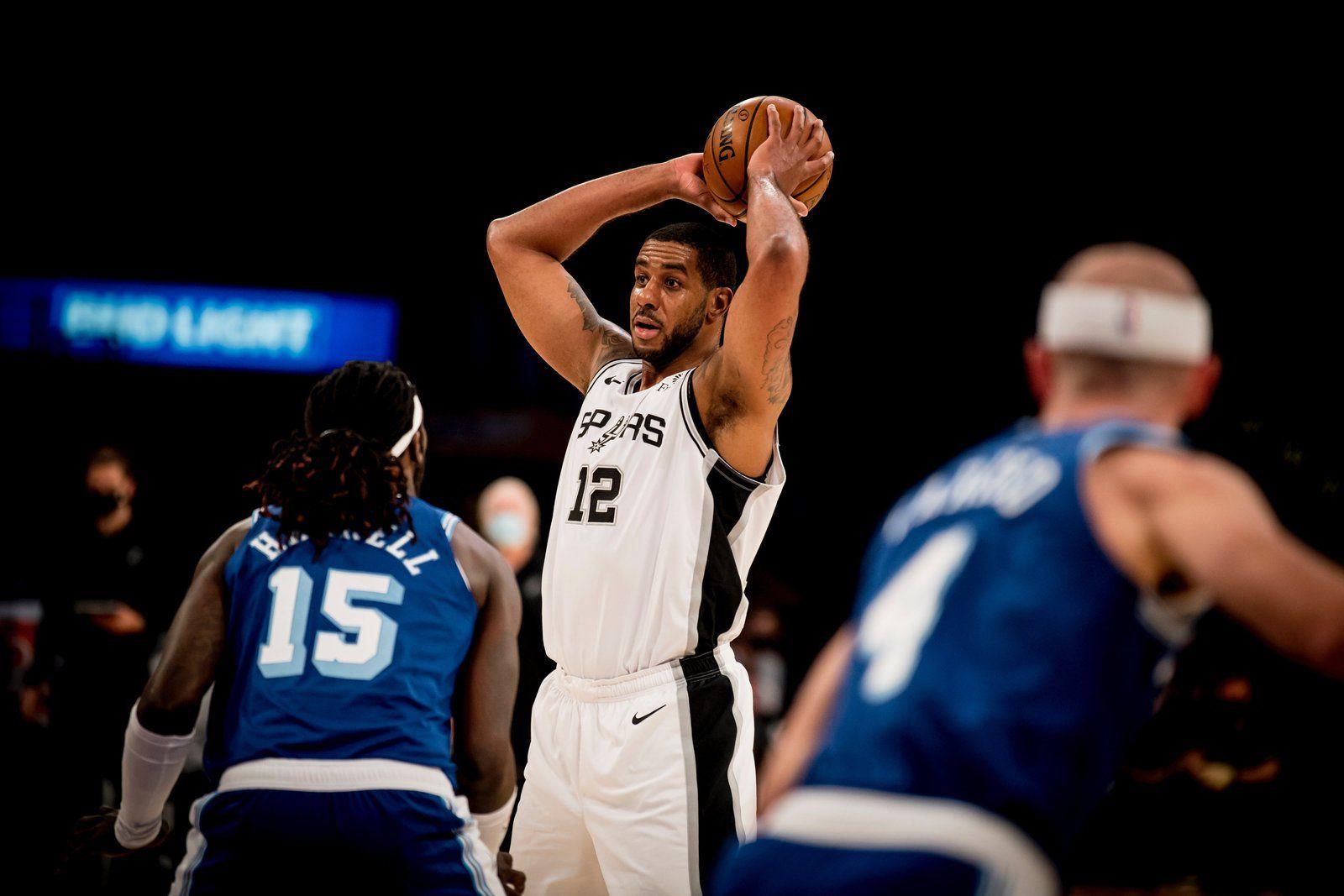 Les Spurs surprennent les Lakers de Los Angeles