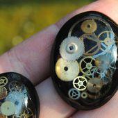 Cabochons en résine epoxy style steampunk, et tutoriel pour réaliser un moule pour cabochon en latex