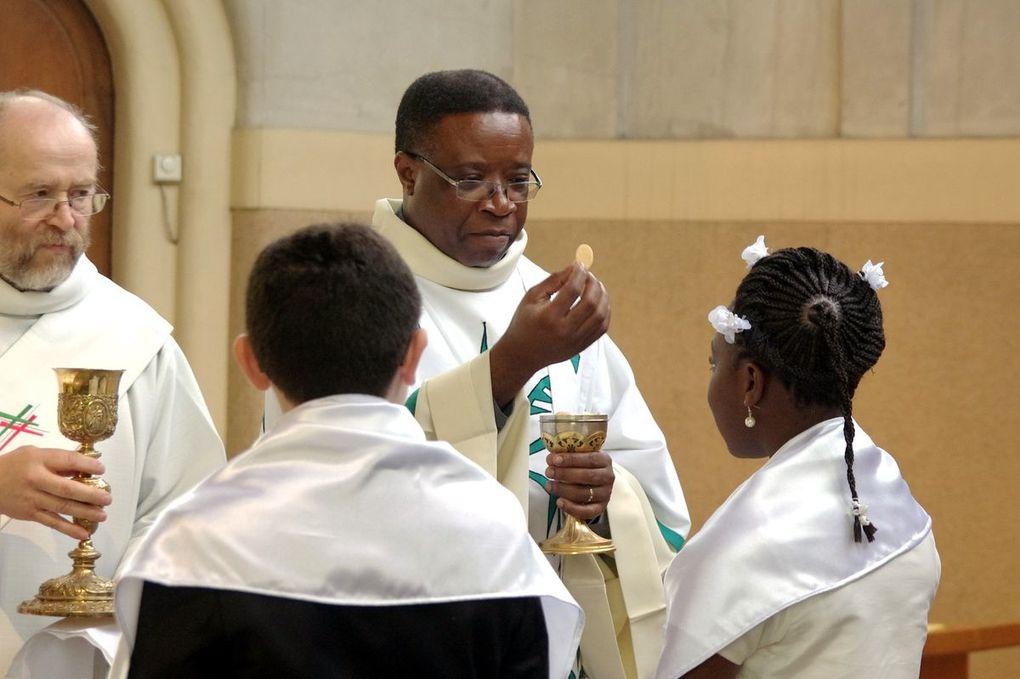 Messe de Pâques - Baptèmes d'enfants
