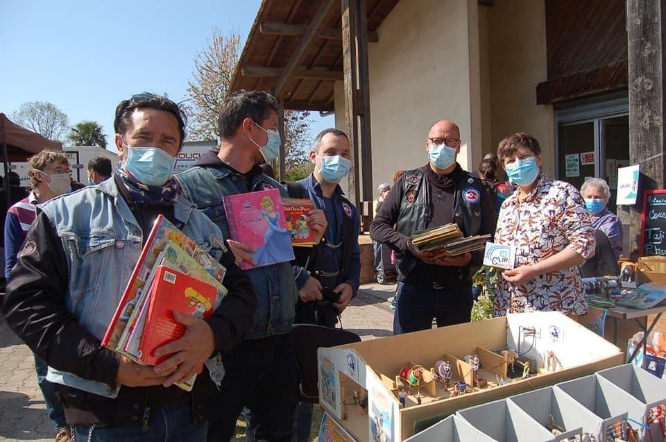 Collecte de livres avec les bikers