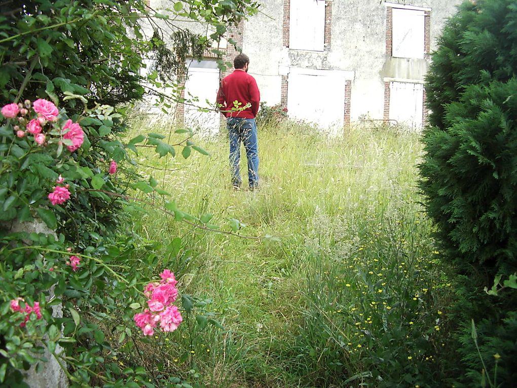 un jour de juin 2007 on a eu le coup de foudre ,ne dit on pas que l'amour rend aveugle... c'est le terrain et la vue qui nous a séduis après il y avait la maison bon oui il faut être fou ?