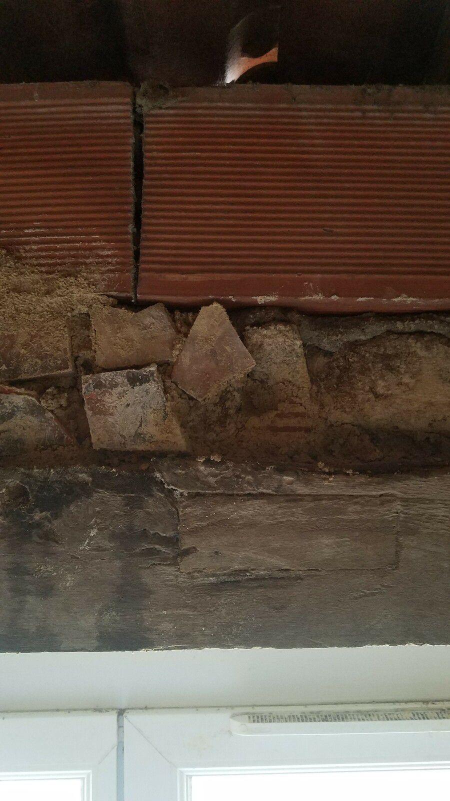 Remplissage du dessus de la poutre avec chaud et et pierres