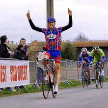 Lilian Sanvicente (Tarbes P C) était le plus rapide du tour de la CDC d'Auros 2009 - Lilian Sanvicente devançait un énorme peloton lors du Tour du Canton d'Auros 2009 ….  Lilian Sanvicente était le plus rapide !  8 Mars 2009, épreuve en ligne réservée aux coureurs 2ème, 3ème catégorie, juniors, dames, PC Open  Ce 7éme tour de la CDC d'Auros battait les...- (Guy DAGOT - SudGironde-Cyclisme)