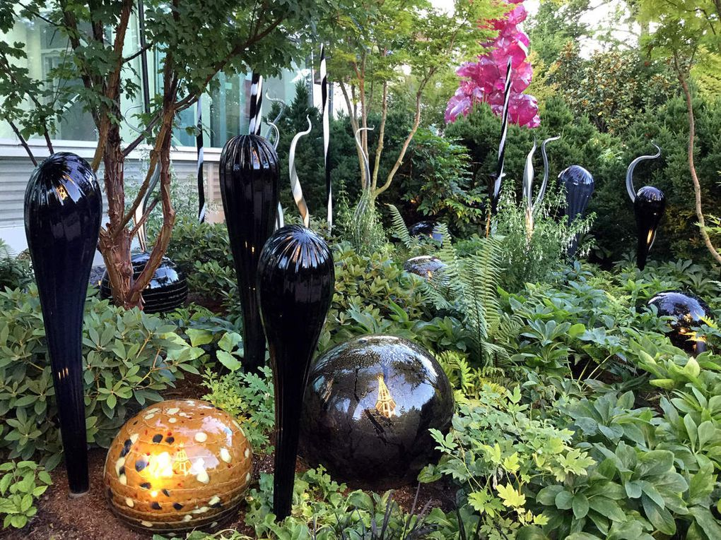 Diaporama : Chihuly Garden and Glass harmonie noire et  blanche