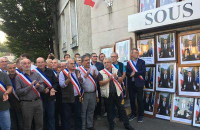 Le Blanc : des maires rendent le portrait officiel de Macron