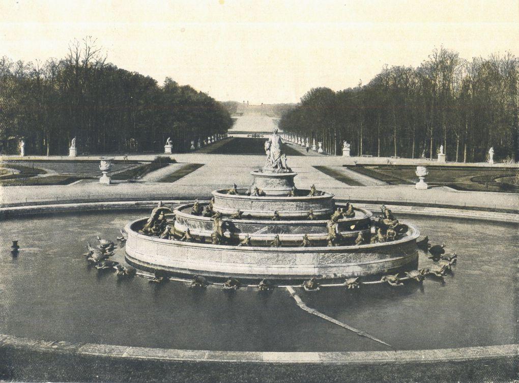 Château de Versailles. Il n'y avait rien de remarquable quand cette forme noire est apparue, étrange.