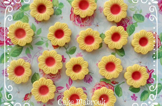 Tartelettes fleurs à la gelée de fruits rouges