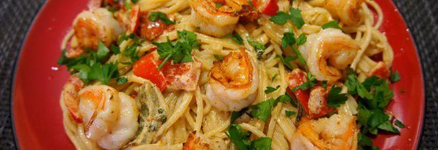 Spaghetti aux crevettes et poivrons