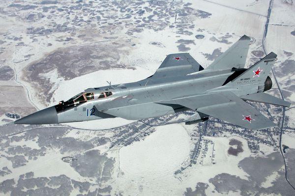 La Russie prend ses marques dans la région de l'Arctique en y installant des aérodromes militaires