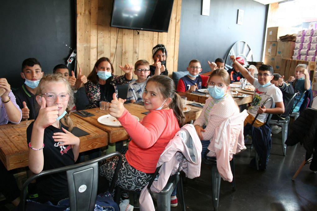 Lundi 02 Août 2021. Les enfants du centre Anatole France Primaire, ont été invité par le papa de Tilio et Mattia au restaurant Pizza Dio. Chaque enfant a pu préparer sa pizza et a pu la déguster au sein du restaurant.