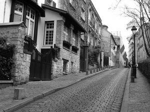 Dans les rues de Paris Montmartre...