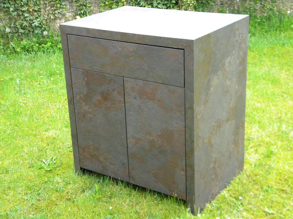 meuble d'appoint en placage pierre véritable avec tiroir et porte ouvrantes par système touch open