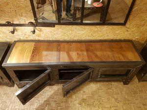 Version avec plateau bois (aspect du plateau à préciser suivant les disponibilités du moment).