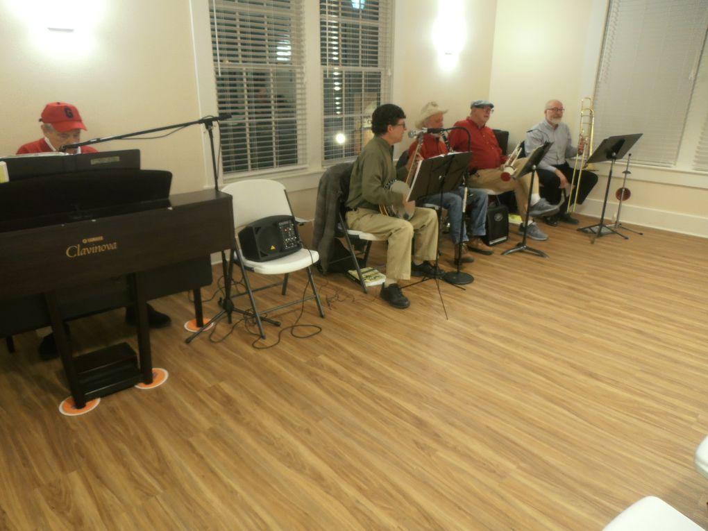 Venu d'Athens, un orchestre de jazz New Orleans illuminait l'évènement.