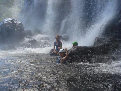 dans la rivière Sainte-Suzanne à La Réunion.