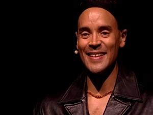 fabrice di falco, un chanteur lyrique de la martinique avec une tessiture de contre-ténor qui rappelle les castrats de l'époque