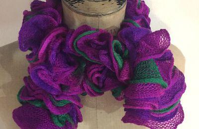 Echarpe violette verte rose