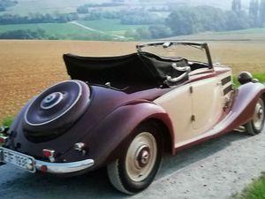 A gauche, un vaste cabriolet 540 K de 1936 succède à la 500K - A droite, magnifique cabriolet 170V de 1938.oa ce