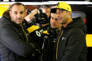 Renault licencie Nick Chester