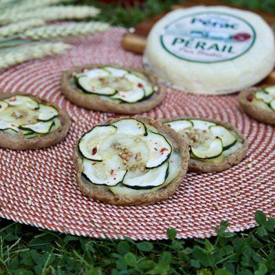 Tartelettes rustiques au sarrasin, courgettes et Pérail Lou Pérac