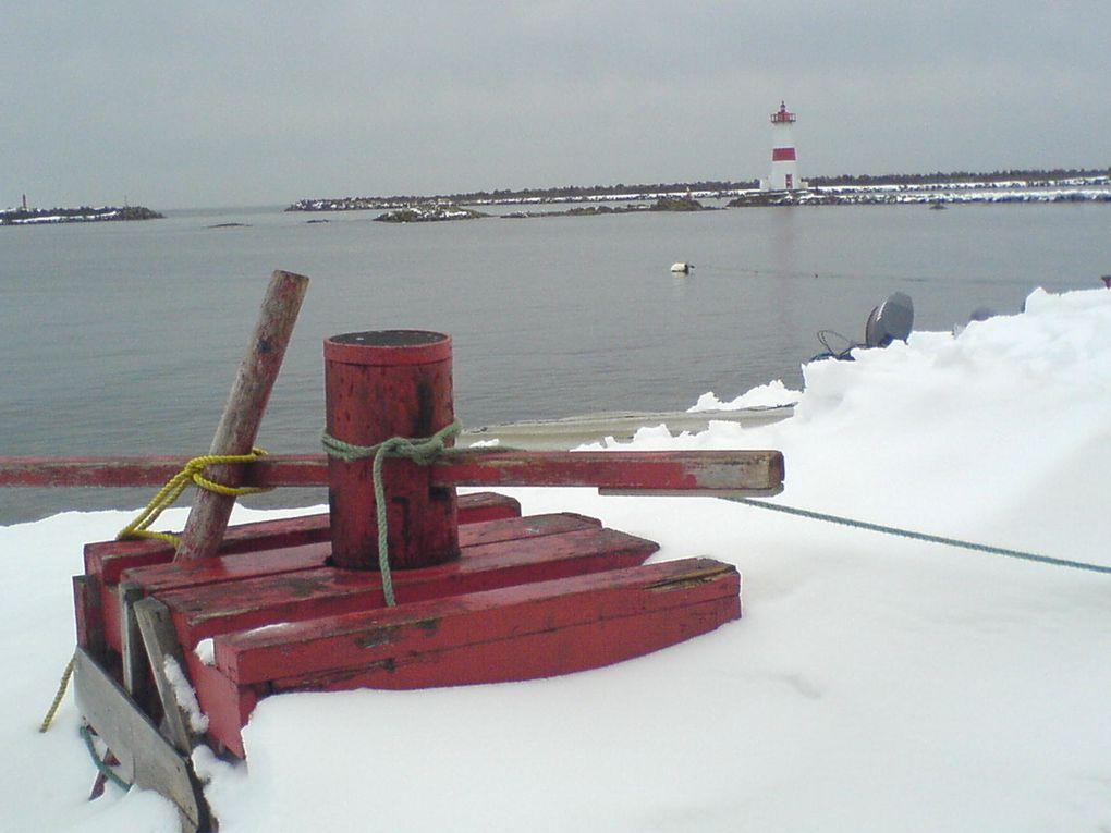 Un gros caillou au milieu de l'océan. Des couleurs, de la lumière, de la neige...Février 2006