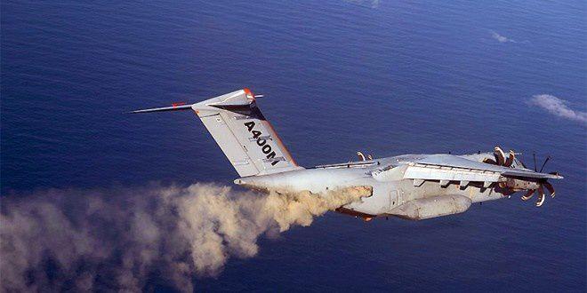 Un A400M disperse des cendres volcaniques
