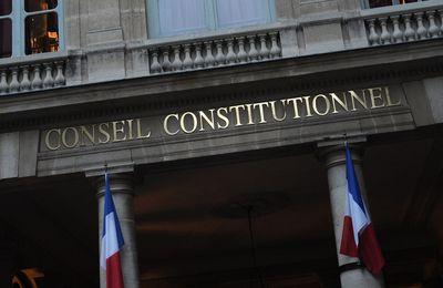 Le CONSEIL CONSTITUTIONNEL VALIDE la loi généralisant le passe sanitaire et CENSURE certaines mesures