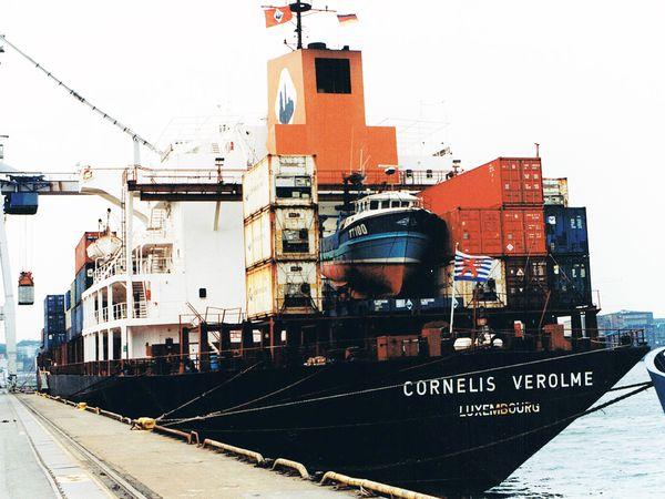 12 années de voyage en cargo autour du monde.
