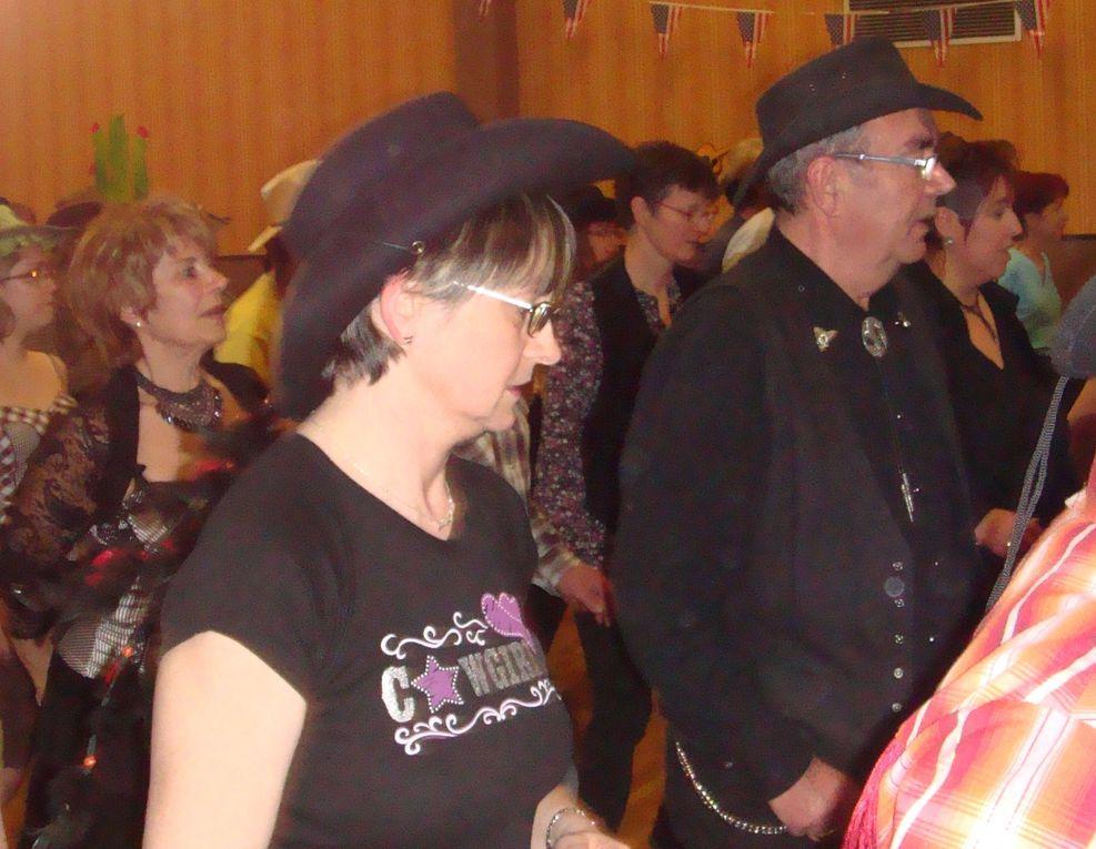 Très beau bal bien organisé pra les C-BERRY DANCERS, vous auriez mérité d'avoir une salle un peu plus grande, merci pour cette soirée.