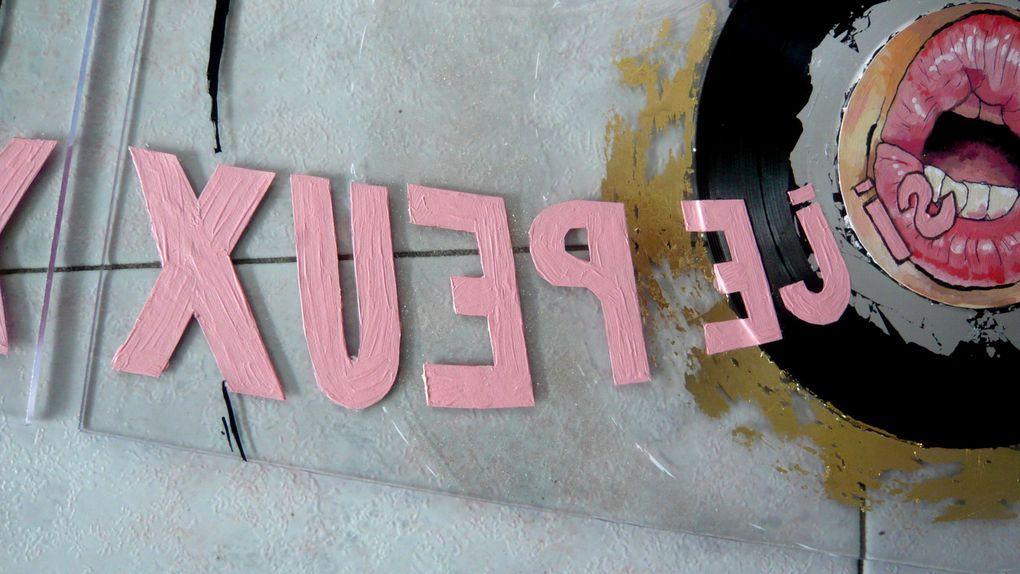 collage et techniques mixtes sur 45 tours vinyl et plexiglass.