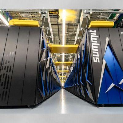 Welche Leistung muss ein Rechner im Vergleich zum derzeit größten Supercomputer haben, um das Universum zu simulieren?