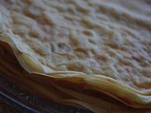 Gâteau provençal de crêpes à l'huile d'olive et pommes fondantes