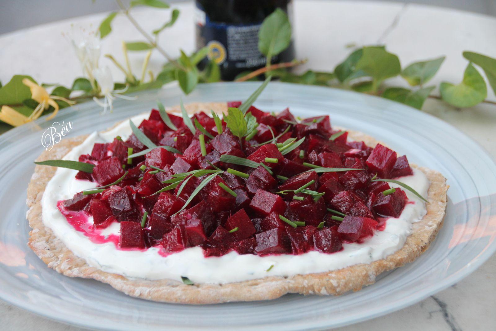 Tarte fraicheur au yaourt grec aux herbes et betteraves rouges au balsamique