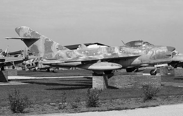 MIG-17 PF bulgare (FRESCO D) hobby boss 1/48
